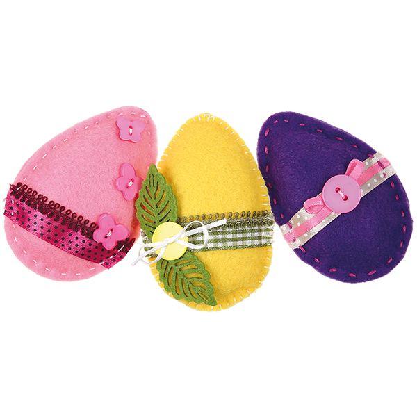 Huovasta ommellut pääsiäismunat. Koristeena nauhaa, nappeja, huopakoristeita...
