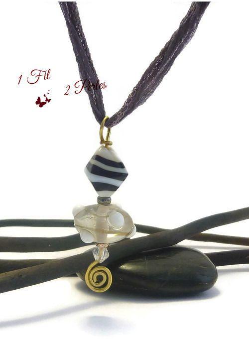 Collier Sautoir Pendentif Perles de Verre Noir et Blanc Ruban de Soie Naturelle : Pendentif par 1-fil-2-perles