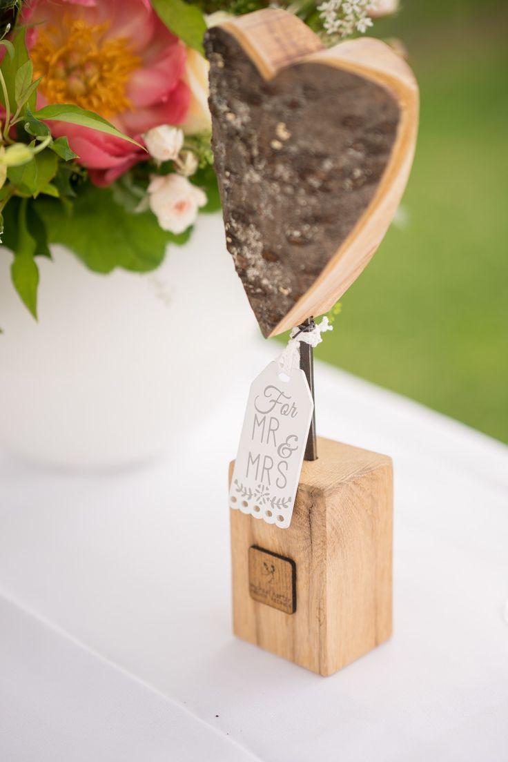 Für die perfekte Hochzeitszeremonie kann der perfekte Hochzeitsredner auch nicht fehlen. Michael Harter Freier Redner kann euch dies ermöglichen.