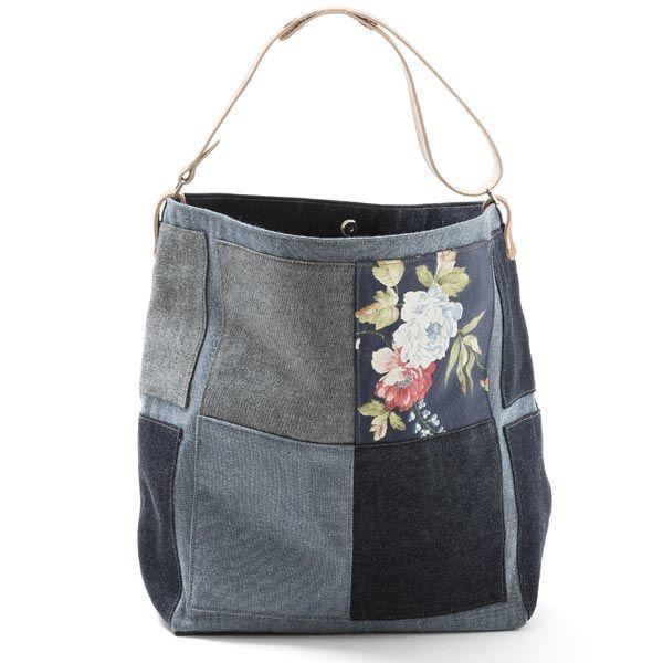 Saco grande.Mala, estilo saco em ganga , forrada. Alça em couro natural.Pode ser usado tanto no ombro como à tiracolo. Handmade-numerado. Medidas:50x33x20cm