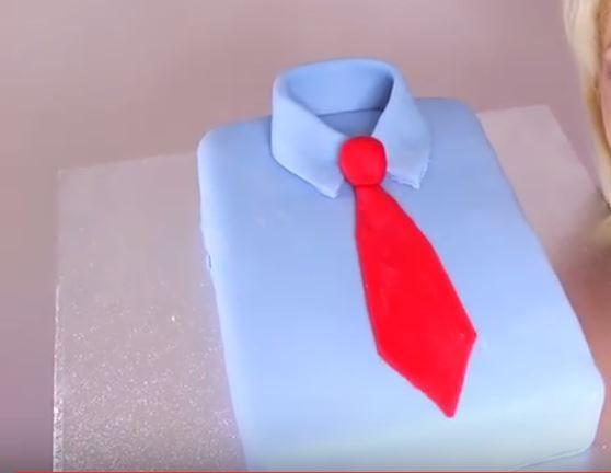 Festa del Papà | Torta a forma di camicia | Ricetta  http://feeds.blogo.it/~r/Gustoblog/it/~3/2AsADsU0zLU/festa-del-papa-torta-camicia-ricetta