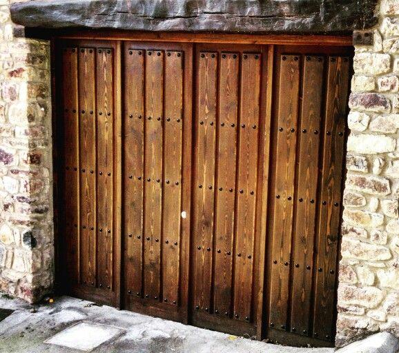 Puerta de madera para garaje fabricada en madera de pino - Clavos para madera ...
