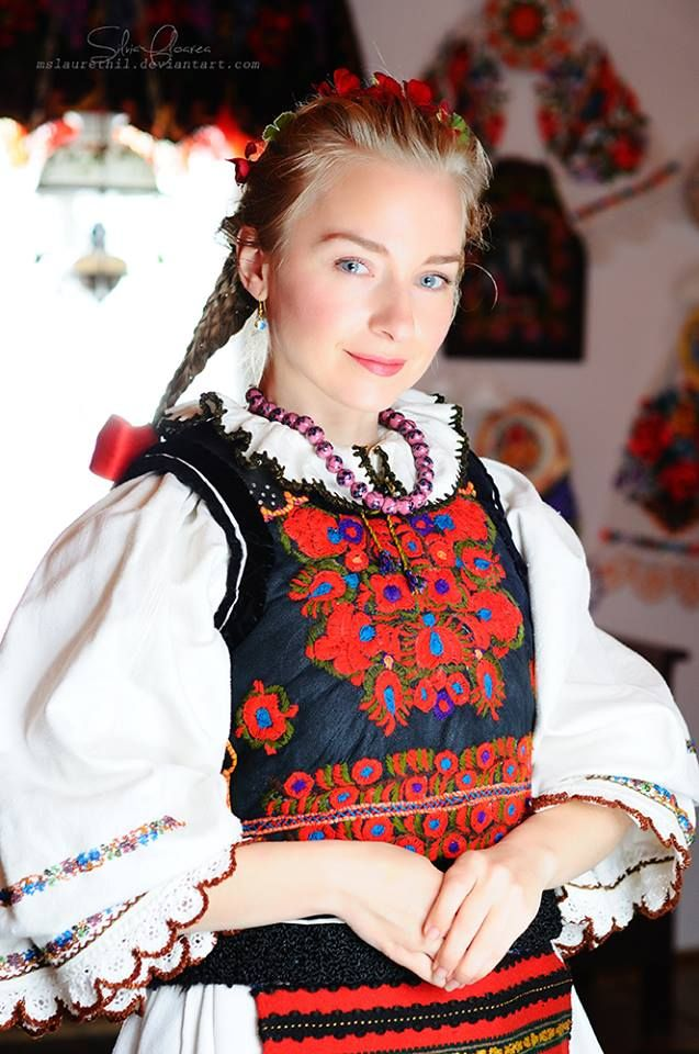 Romanian blouse & clothing. Nasaud. Silvia-Floarea Toth collection