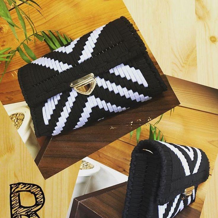 ネット編み付けバッグ♡毛糸やズパゲッティでクラッチもお財布も♪ | Handful