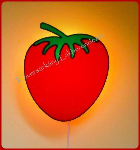 PLÜSS EPER Az epret lelki nehézségek ellen gyógynövényként is használják.  Szépsége és illata kiemeli a gyümölcsök közül, mégis a földre hajlik, földközelben él, ezért a nemes alázat jelképe. Lágyságot és a könnyedséget hozhatja az életedbe. Méretei: Szélesség: 34,5 cm  Magasság: 40,5 cm Ára ufólámpatesttel: 10.000 Ft