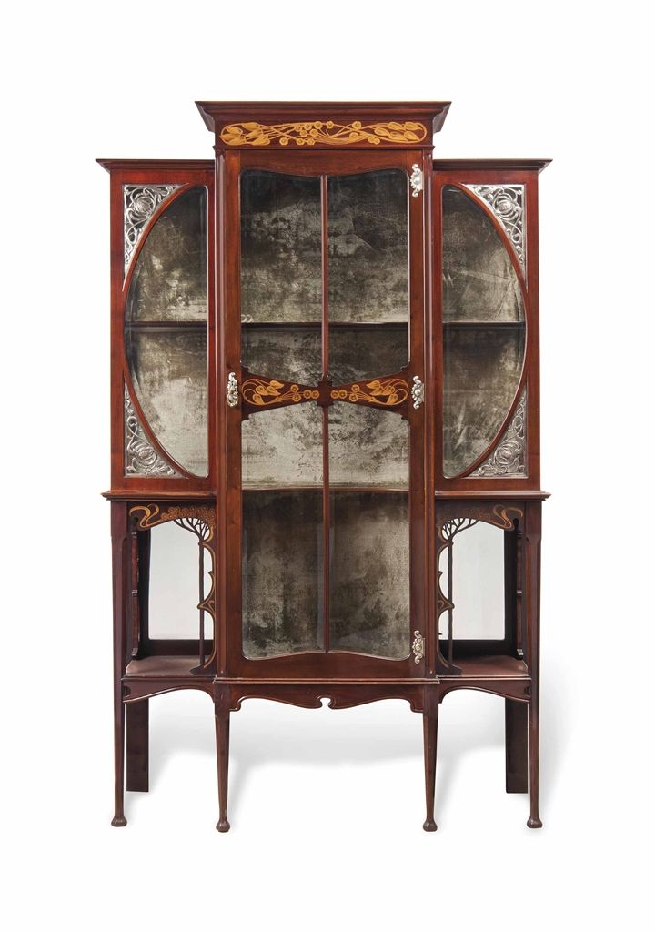 AN EDWARDIAN ART NOUVEAU INLAID MAHOGANY AND SILVERED-COPPER DISPLAY CABINET - CIRCA 1910