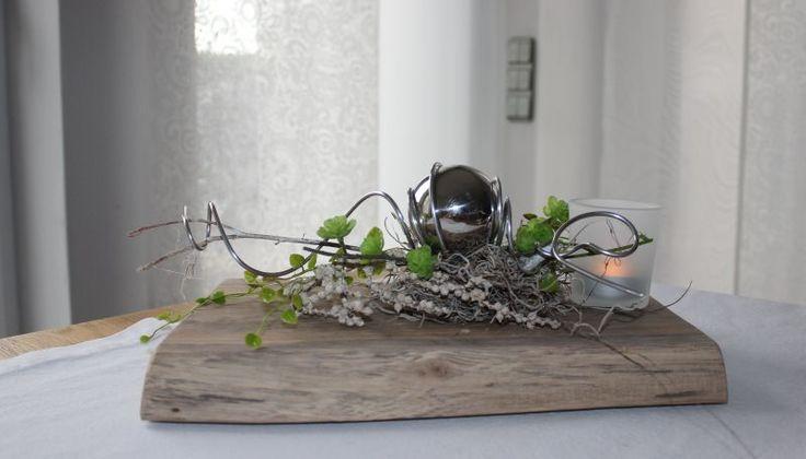 td130 zeitlose tischdeko altes eichenbrett thermisch behandelt dekoriert mit k nstlichen. Black Bedroom Furniture Sets. Home Design Ideas