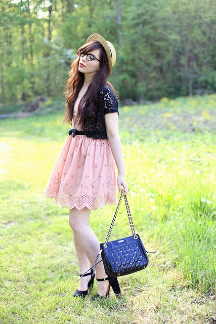 Outfit Keiko, Lace Boleros, Broderie Anglais, Beautiful Places, Natasha Fatah, Beautiful Outfit, Eyelet Dresses, Keiko Lynn, Pink Black