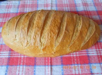 Kovászos házi kenyér recept: Manapság nagyon kevés helyen lehet jó minőségű, adalékanyag mentes kenyeret kapni. Ha lehet is, elég drága. Ezért kezdtem magam sütni itthon a kenyeret. Ez egy alap recept. Természetesen más fajta liszttel és különböző magvak hozzáadásával is tökéletes kenyeret süthetünk. Nincs is jobb annál, mint amikor a frissen sült kenyér illata járja át a lakást! http://aprosef.hu/kovaszos_hazi_kenyer_recept