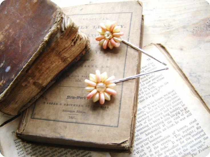 Where Treasures Reside: Books, Immagini Belle, Beautiful Inspiration, Sweet, Fellow Frugalist, Vintage, Secret Holding