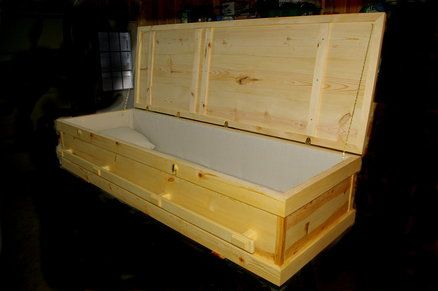 Traditional pine casket coffins caskets pinterest traditional pine and casket - Traditionele bed tafel ...