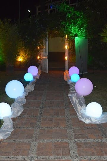 Marcando el camino con esferas leds...