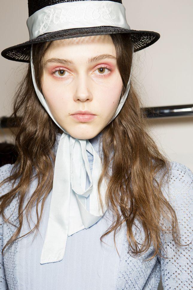 Смелые эксперименты и тенденции макияжа Недели моды в Лондоне   Красота   Тенденции   VOGUE