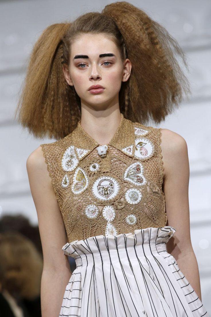 Les surprenantes tendances beauté de la semaine de la haute couture