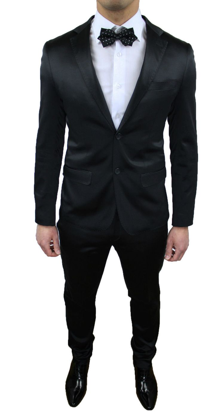 Abito nero elegante uomo opposite