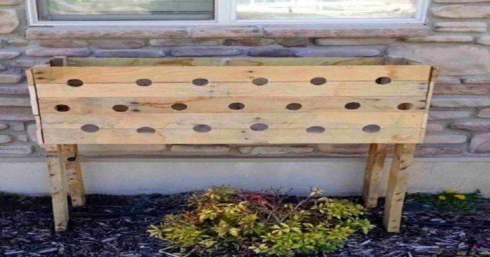 Si vous envisagez vous faire un très beau jardin ou des plates-bandes, alors cet article est fait pour vous ! Amy, une amoureuse des réalisations que nous pouvons faire nous-mêmes, nous propose un projet très intéressant qui donnera un magnifique éclat à votre maison.Elle est l'utilisatrice du blogue HerToolBelt.com où elle dévoile tous les projets faciles à réaliser. Voici un fascinant projet qui vous permettra de réaliser à partir d'une palette de bois, une boîte à fleurs en cascade.Un…