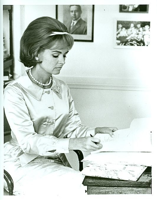 DONNA REED READING SCRIPT THE DONNA REED SHOW ORIGINAL 1963 ABC TV PHOTO #Photos