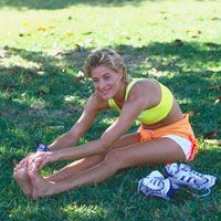 Stretches for Runners: Types of stretching, benefits of stretching, and stretches for injury prevention | Runner's World