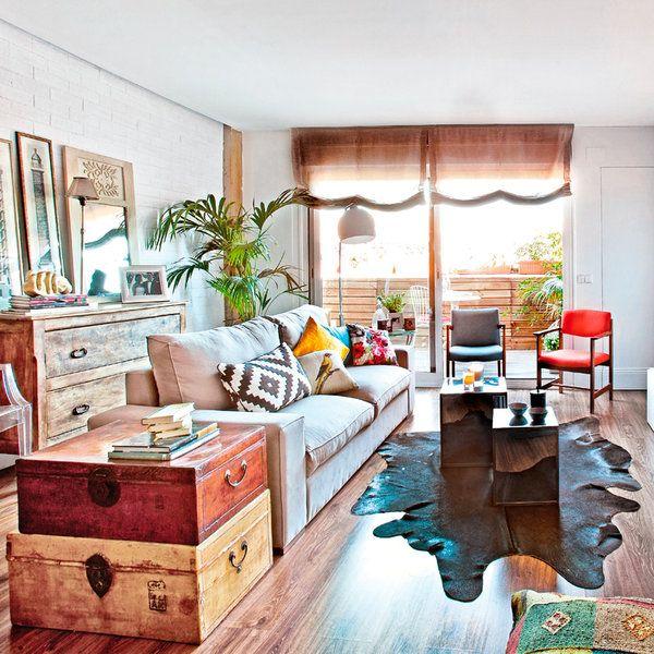 La nueva imagen de esta vivienda exhibe una faceta diferente, fiel a las tendencias que recomiendan combinaciones arriesgadas; triunfan el mix y el low cost como modelo decorativo accesible y a buen...