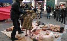 Paris : l'action choc des militants anti-fourrure - Le Parisien
