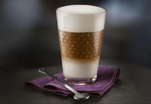 Latte Macchiato (1 capsule of Grand Cru Espresso + 100-120ml of cold milk)