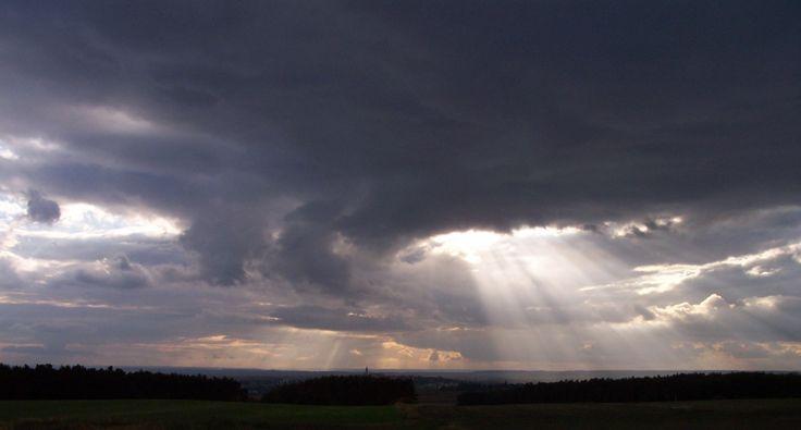obloha mraky paprsky slunce - Hledat Googlem