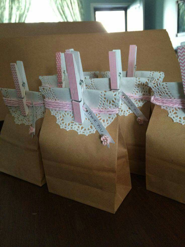 best bridal shower gifts for guests%0A Cute and simple party favor bags  Shabby chic Communion favors