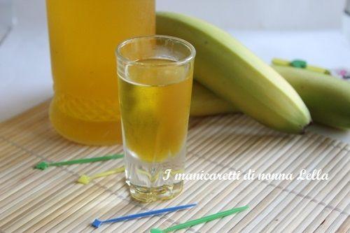 Il bananino (liquore alla banana), un delizioso dopo pasto,come fare il liquore a casa.Ricetta facile.Ricette liquori casalinghi.
