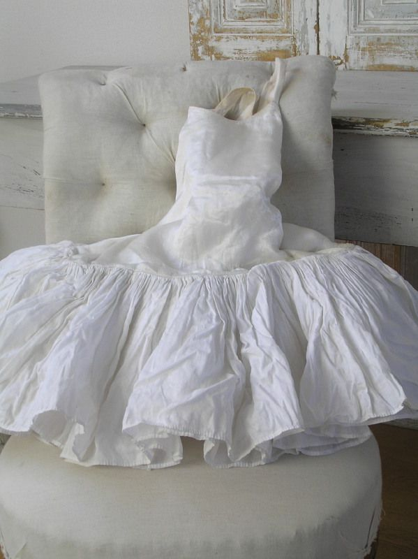 ♕ doll dress idea... original dress from Antieke Franse pannier balletjurk
