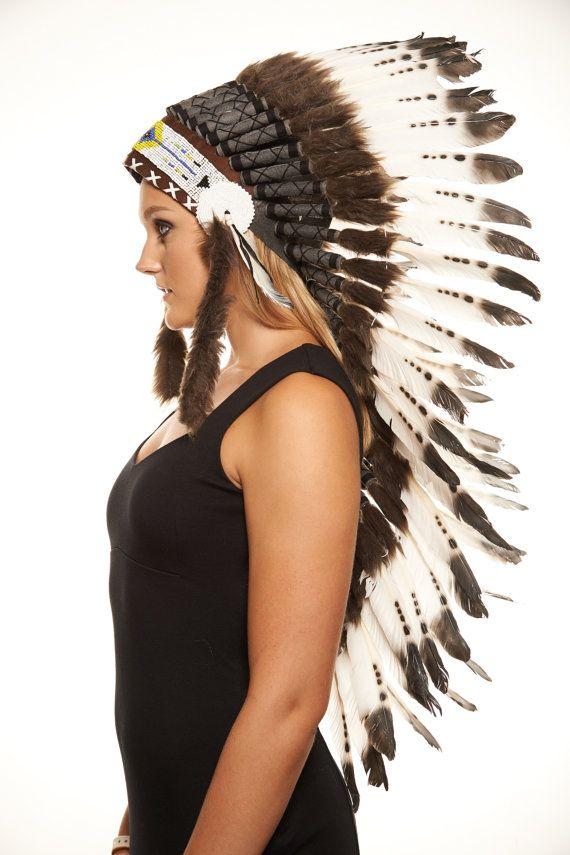 Nativos americanos inspiración tocado medio indio / blanco Warbonnet plumas con puntas marrón (MH006), en 36