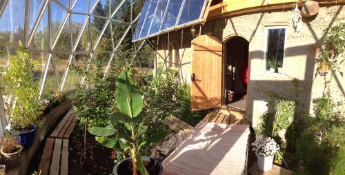 naturhuset - Vi skal bygge et Naturhus og en selvforsynende hage på Sandhornøya i Nordland. Prosjektet er sterkt inspirert av arkitekt Bengt Warne, den russiske Bokserien The Ringing Cedars series og vår inderlige kjærlighet og dype respekt for Moder Jord.