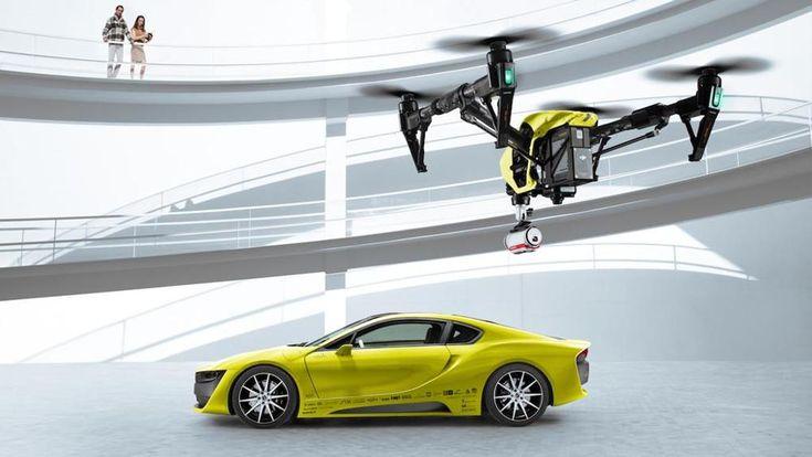 Sempre più costruttori, a cominciare da Ford e Mercedes, pensano a modelli autonomi accompagnati da quadricotteri che tengono d'occhio la strada e il paesaggio che li circonda