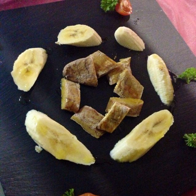 Huevas secas de sierra con plátano  en Las Palmas.   por ORLANDO Ortega, Hostelero en restaurante Lilium  http://www.onfan.com/es/especialidades/arrecife/restaurante-lilium/huevas-secas-de-sierra-con-platano?utm_source=pinterest&utm_medium=web&utm_campaign=referal