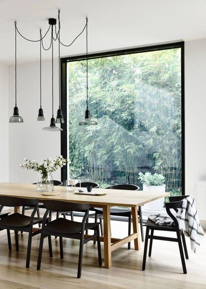 lamparas colgantes sillas negras ventana grande estilo nordico