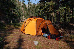 Monte o seu kit básico para acampar - equipamentos que você precisa ter