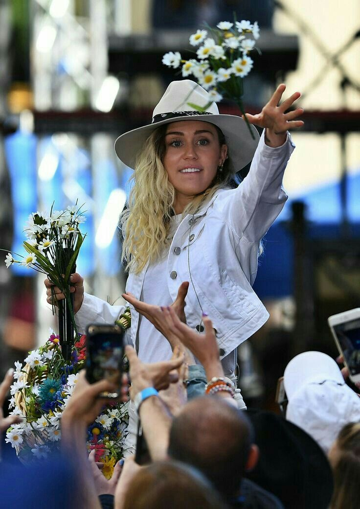 Miley Cyrus New Song Music Malibu Audio Billboard Hannah Montana Performance Inspired inspired