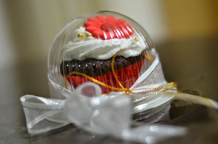 Debut+Souvenirs | cupcakes giveaway for debut star glass bottle souvenir