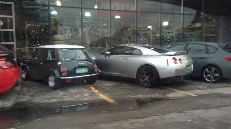 Not normal to see a Mini and a GT-R together (Autoplus Sportzentrium, EDSA)