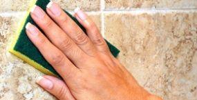 des solutions pour nettoyer facilement du travertin