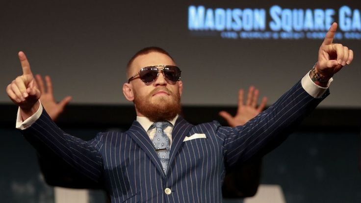 Conor McGregor crops fan out of photo, gets called out for it
