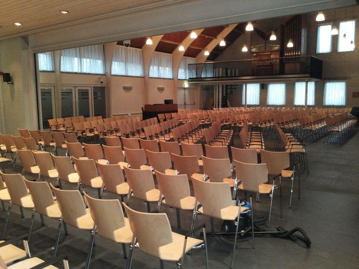 Kerk in Stiens ingericht met de functionele Lynx kerkstoelen van het merk Casala. Vraag een gratis proefstoel aan!
