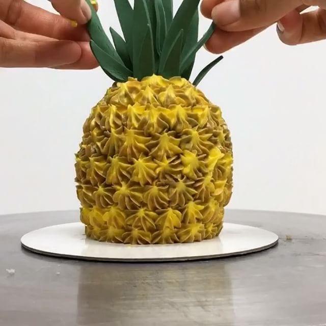 Pineapple Cupcakes via @feedfeed on https://thefeedfeed.com/_leslie_vigil_/pineapple-cupcakes