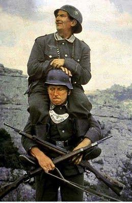 Mannen in knellend keurslijf, tijdens buitenlandse missie