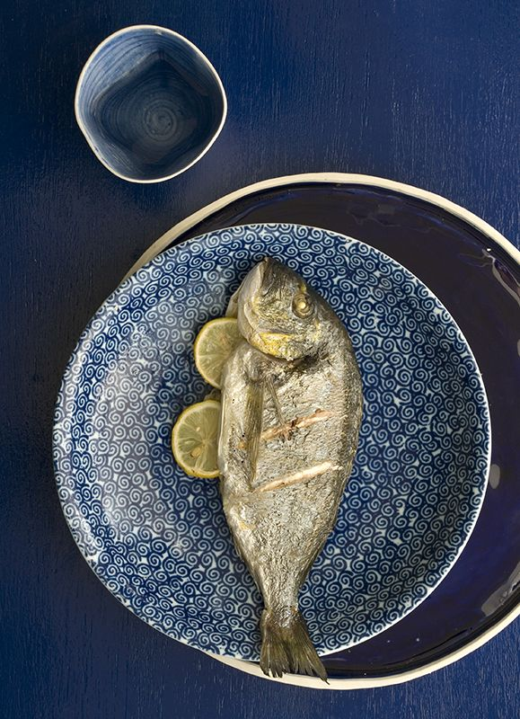 Grilled fish. Cookbook magazine. www.studiom.gr