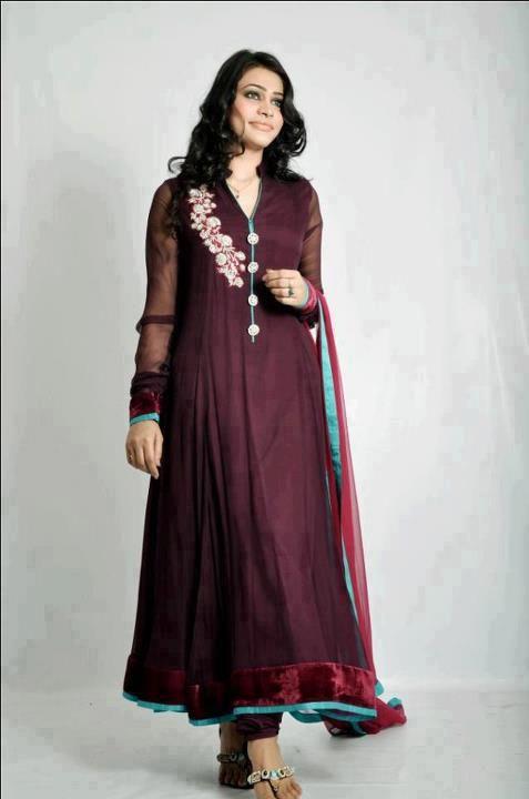maroon pakistani-party-wear-dress  source: http://pakifashion.com/party-wears-pakistani-indian-designer-dress/