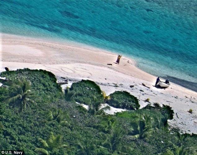 Το μήνυμα στην άμμο έσωσε ζευγάρι ναυαγών σε ακατοίκητο νησί    Είχαν τη μεγάλη ατυχία να ναυαγήσ...