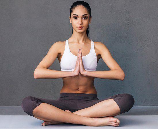 Если тебя мучает острая боль в спине и шее, имеются проблемы с давлением и ты часто просыпаешься во сне, эти упражнения — то, что надо! Данный комплекс составлен из простейших поз йоги для начинающих.