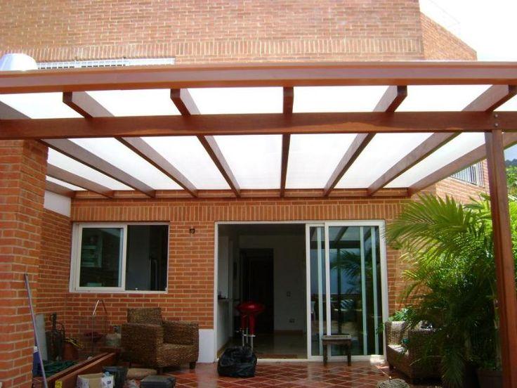 Estructura en madera y lamina de policarbonato