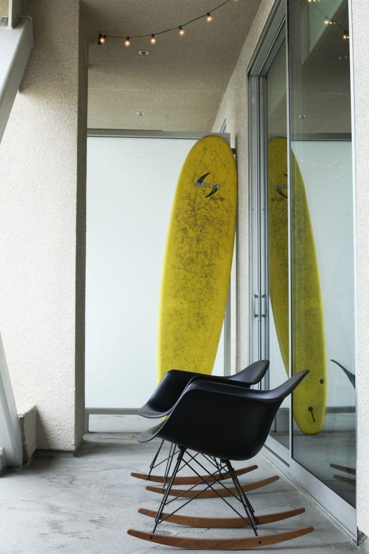 Eames RAR sur le balcon et surf en déco