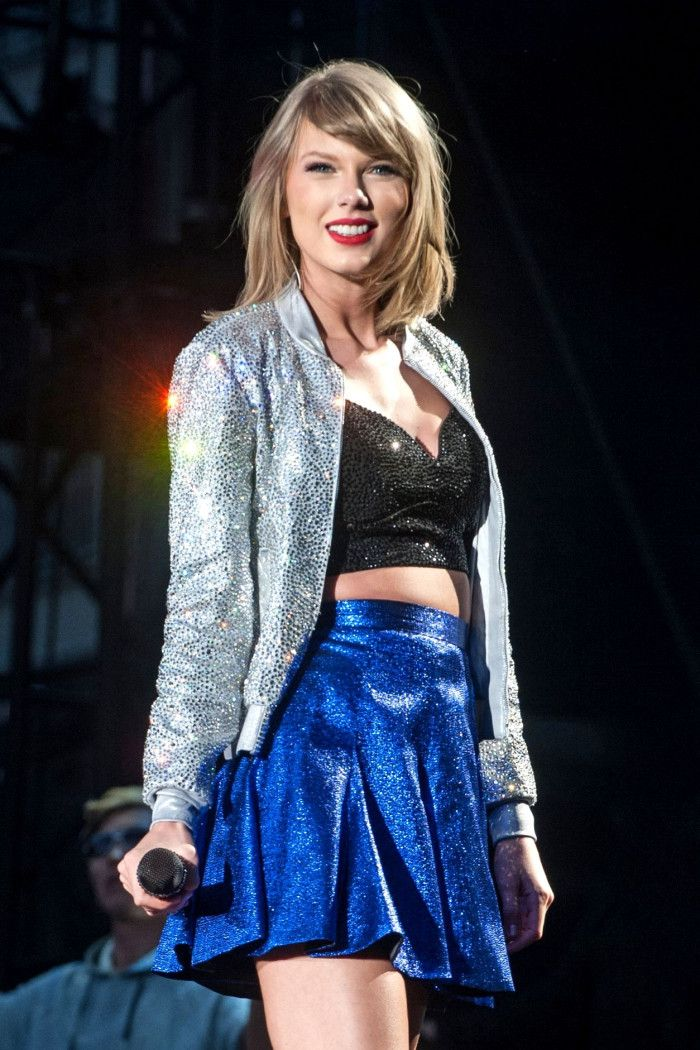 Taylor Swift performing on the 1989 tour